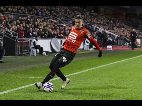Thought you guys might enjoy this video of Hatim Ben Arfa, dribbling past people for fun!!