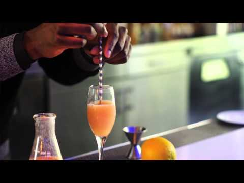 How to Make a Bellini : Mixology Tips
