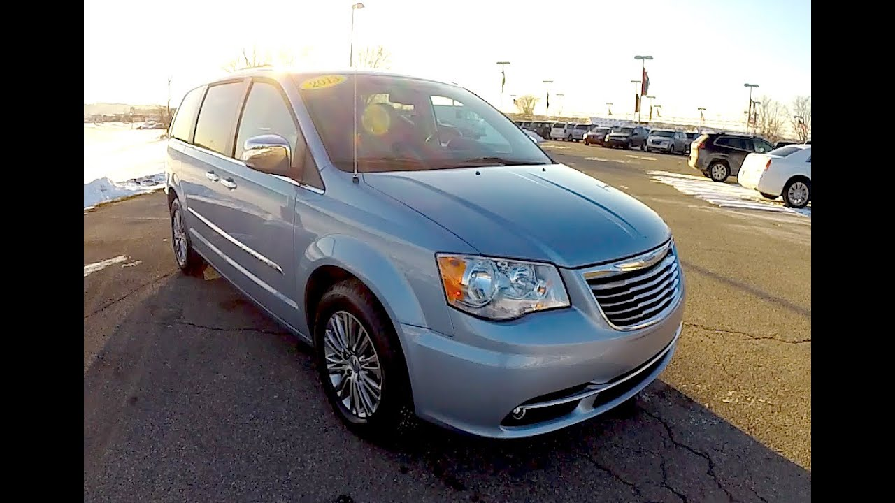 2017 Chrysler Town Country Touring L 17816a