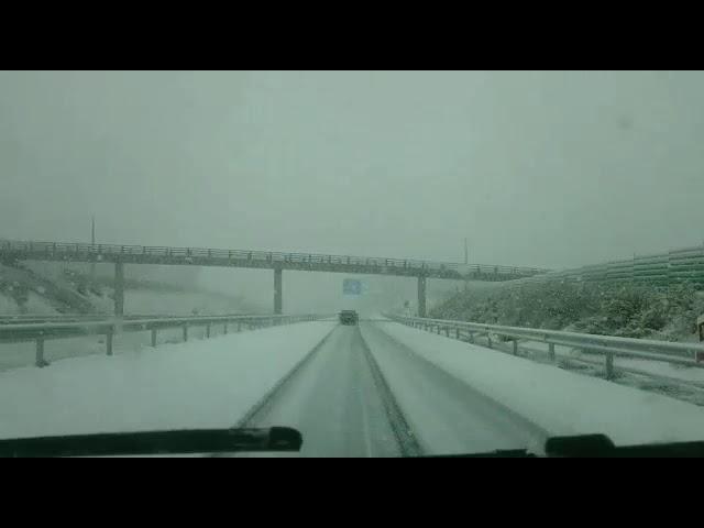 Intensa nevada en la autovía Santiago-Lugo
