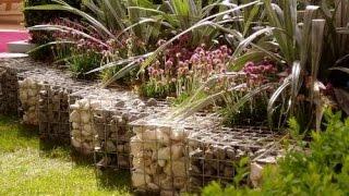 видео Дизайн садового участка: клумбы и забор из габионов