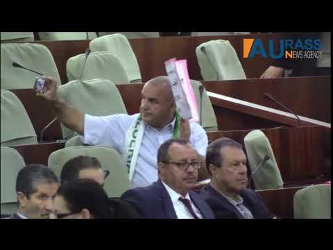 برلماني جزائري يوثق معارضته بالسيلفي