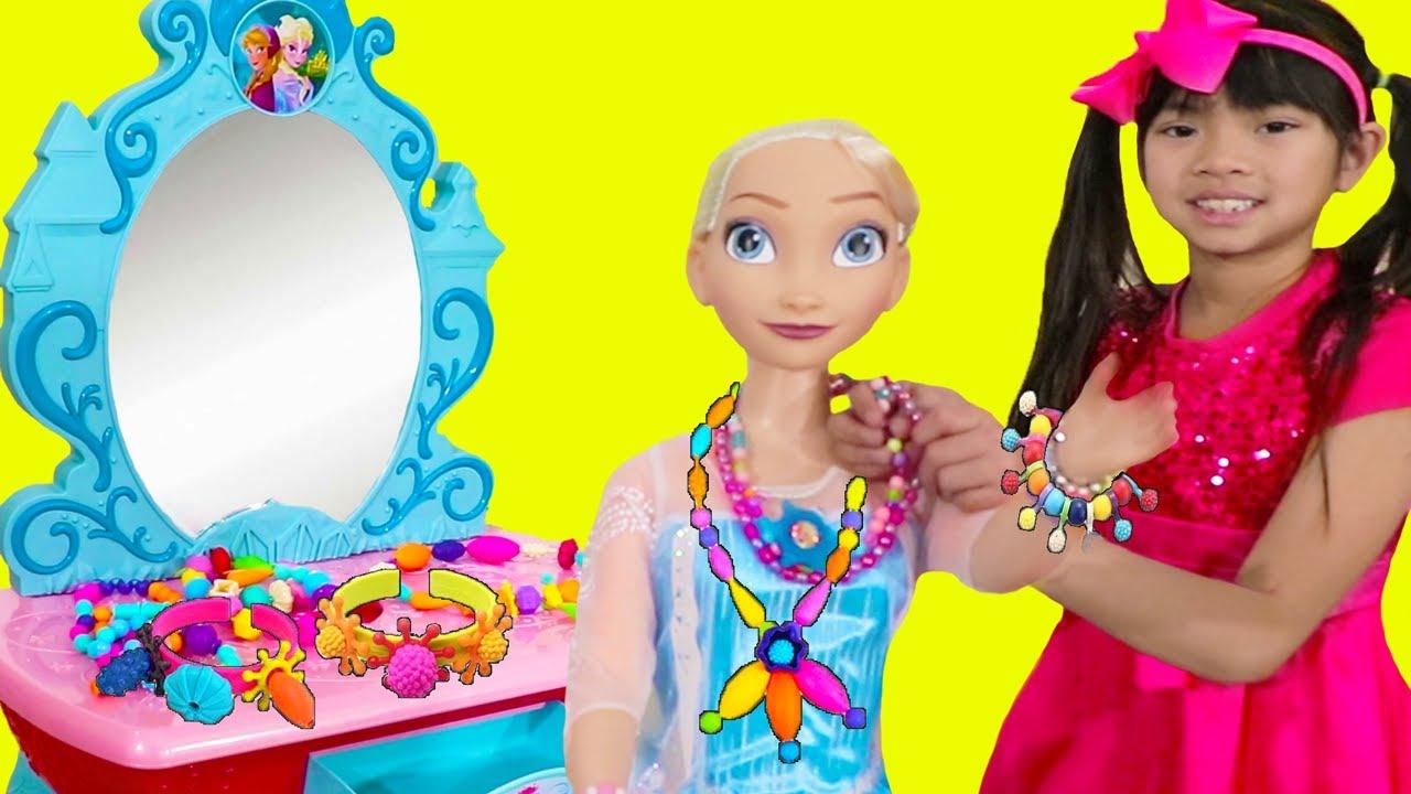 Emma Pretend Play | Hermosa  Muñeca Elsa de Disney | Maquillaje y Joyas de Juguete Para Niñas