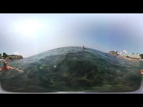 Купание на пляже Малая бухта снятое на камеру 360 градусов.