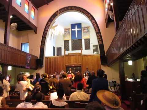 Harlem Gospel Church Service - Bless The Lord