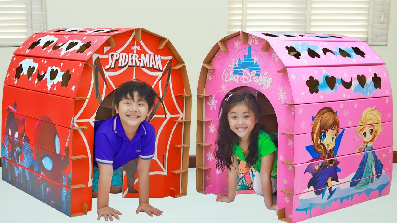 Annie and Sammy Pretend Play Build Colored Playhouses