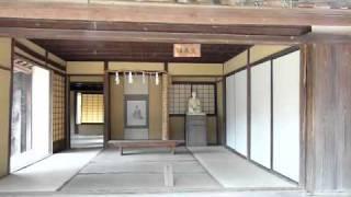 2010年9月29日撮影 木造瓦葺き平屋建ての50㎡ほどの小舎で、8畳一室...