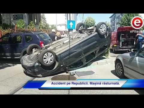 Accident pe Republicii. Mașină răsturnată. Pitesti