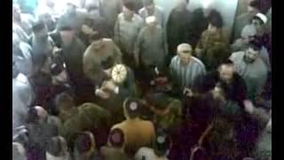 Позор Чечни стариков бьют в мечети позор позор