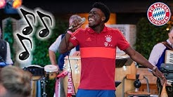 🎤 Lucas, Phonzie & Arp: New Signings Sing Songs! | FC Bayern 🎶