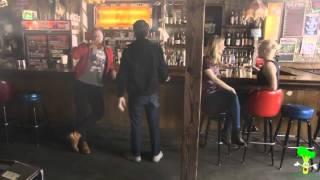 Женщины в баре.