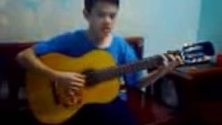 Đánh guitar tỏ vẻ nguy hiểm 1: Liên khúc Lên đàng+Nhạc rừng+Con kênh xanh xanh