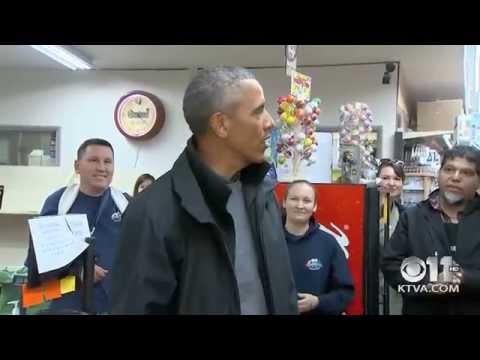President Barack Obama visits N&N Market in Dillingham (Sept 2, 2015)