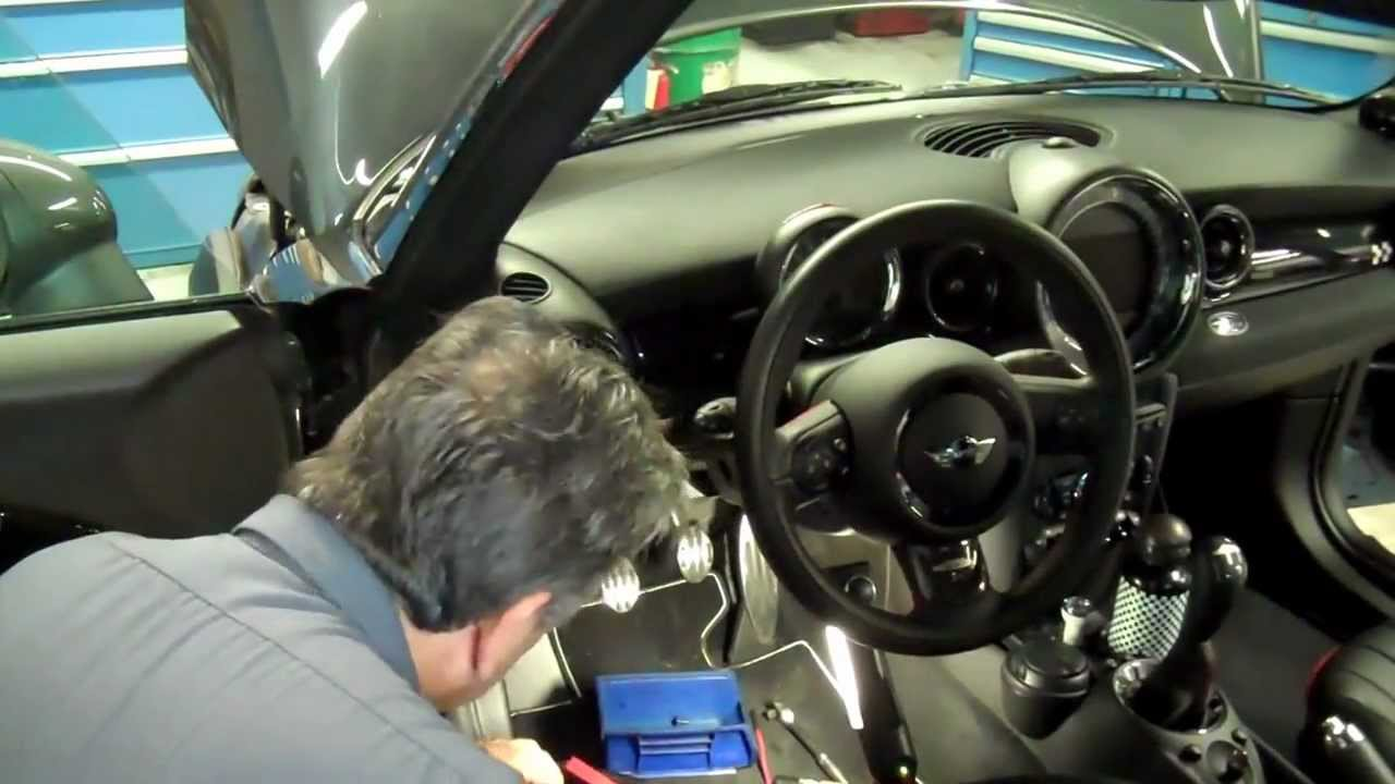 How to install MINI Motoring Accessories Sport Gauges in a ...