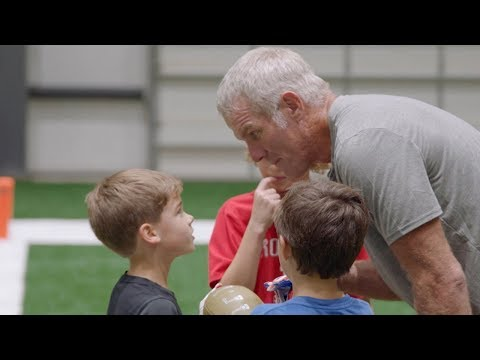 Drew Brees' Kids Play Flag Football with Brett Favre!