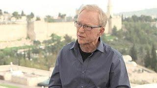 """الكاتب الإسرائيلي دافيد غروسمان ليورونيوز: """"أشعر بالخجل مما تقوم به حكومتي"""""""