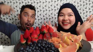 Vlogs103||Ăn dâu tây, việt quất, bưởi tây chấm muối ớt, nghe chồng chia cảm giác lần đầu tiên gặp vợ