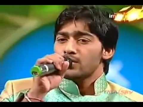 Ali Abbas sings Kadi aa mil sanwal while departing