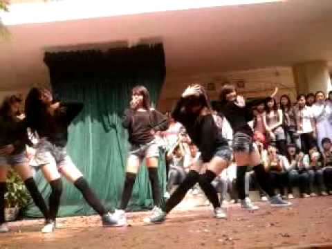 Huh and magic dance by 11a7 girls THPT Hon Gai.mp4
