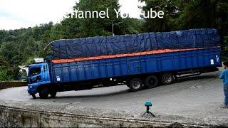 Truck Fuso Panjang Hampir Ngeblong di Sintinjau Lauik