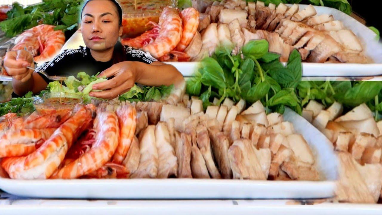 กินเมี่ยงหมูสามชั้นคำใหญ่ตาสวดฮู้ดังปึ่ง 🤣กับน้ำจิ้มถั่วตัด กุ้งลวกพออุ้จุ้ พันหอมต่างๆ แซบหลายเด้อ