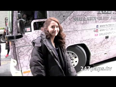 Girls Generation arriving at there hotel in NYC.mp4