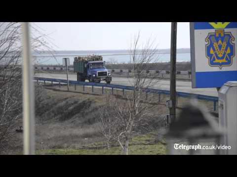 Ukraine crisis: Crimea's new Russian-made border