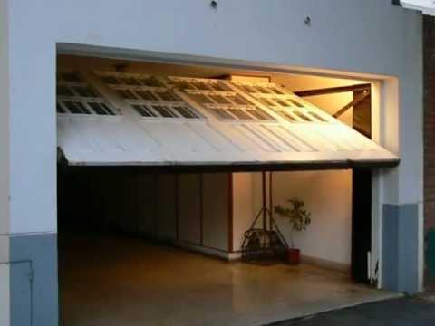 Porton en madera y vidrio repartido youtube - Portones de madera para exterior ...