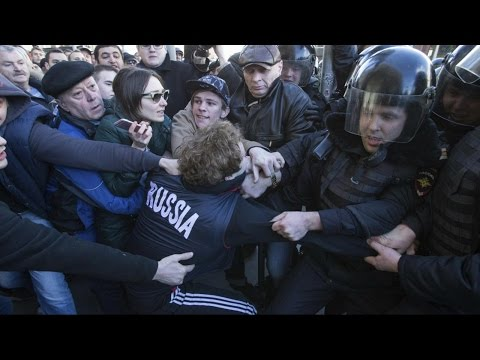 Thousands march in anti-corruption protests across Russia