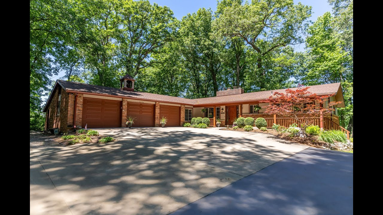 IMMACULATE Sprawling Brick Ranch on 17 Acres!