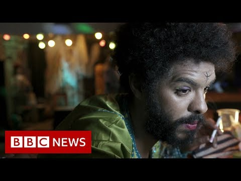Kabareh Cheikhats: The all-male musical troupe who dress up as women - BBC News