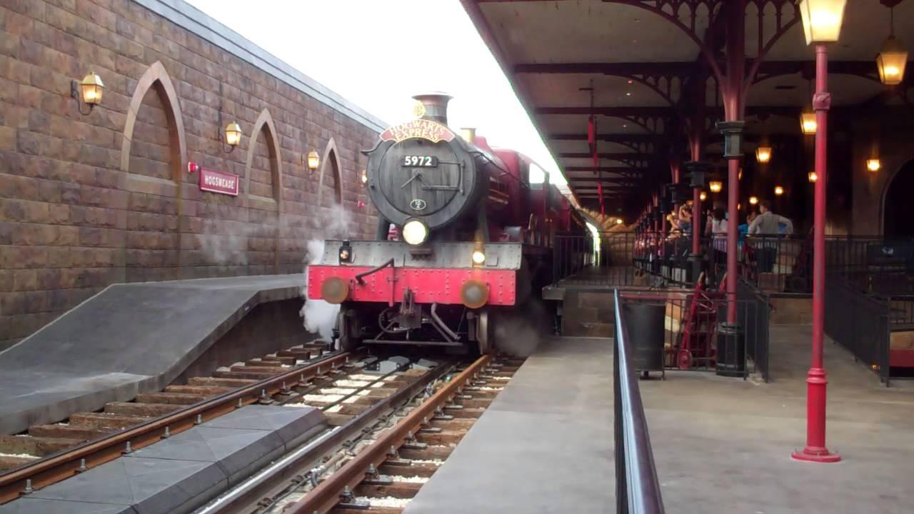 Hogwarts Express Arriving Hogsmeade Station Universal