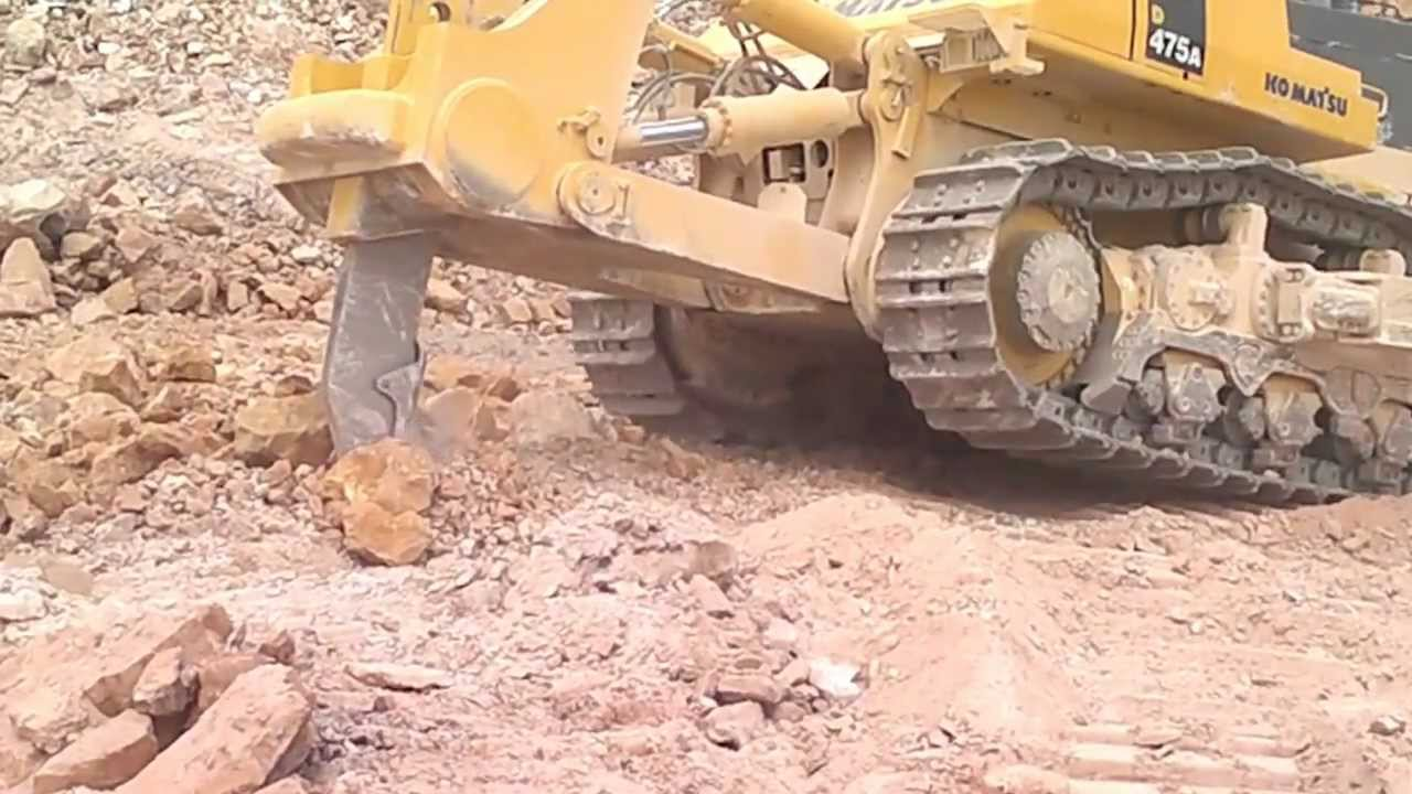 The Dozer battle: Komatsu D475A-5 vs Cat D11T - Truck & Trailer Blog