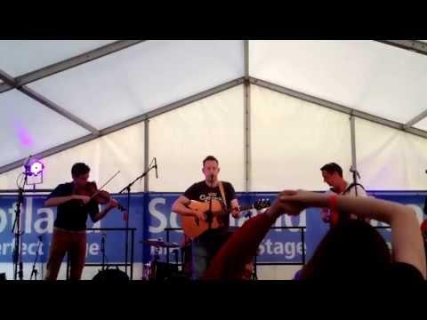 Dheanainn Sugradh - Manran at Tiree Music Festival 2013