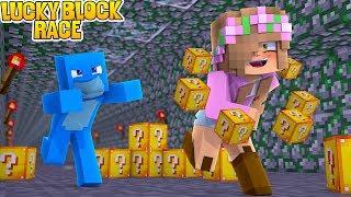 BOYFRIEND VS GIRLFRIEND LUCKY BLOCK RACE | Minecraft Little Kelly Plays
