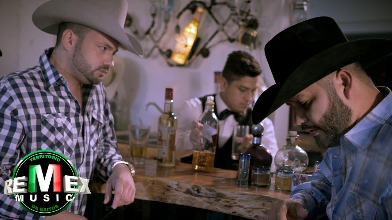 Download Kikin y Los Astros, Carlo Mora - Maldita traición (Video Oficial)