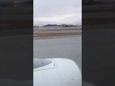 Westjet flight 585 landing in Calgary Alberta