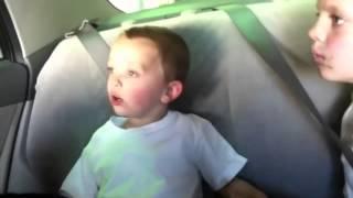 На мойке. Дети в машине.   Смешное видео с детьми(Самые смешные видео-ролики со всего интернета. Подписывайтесь на наш канал и смейтесь вместе с нами.