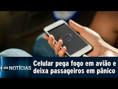 Celular pega fogo e deixa passageiros de avião em pânico | SBT Notícias (03/08/18)