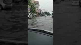 Fresh spell of rains leads to waterlogging on Kala Patthar road