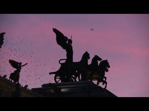 Ballet aérien d'étourneaux dans le ciel de Rome