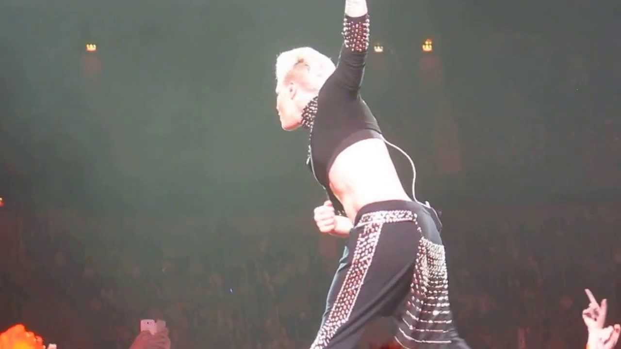Download P!nk - Truth About Love Tour - Stockholm 130526 - Leave Me Alone (I'm Lonely) + Goofy dance ;)