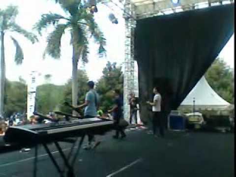 Free Download Garasi - Hidup Hanya Sekali (genfest 22 Oktober 2011) Mp3 dan Mp4