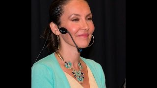 """Patricia Olaniel II - """"BOLEROS Y POESIAS"""" LA MUSICA DE LA CREACION - Libro: Cantos de Fortaleza"""