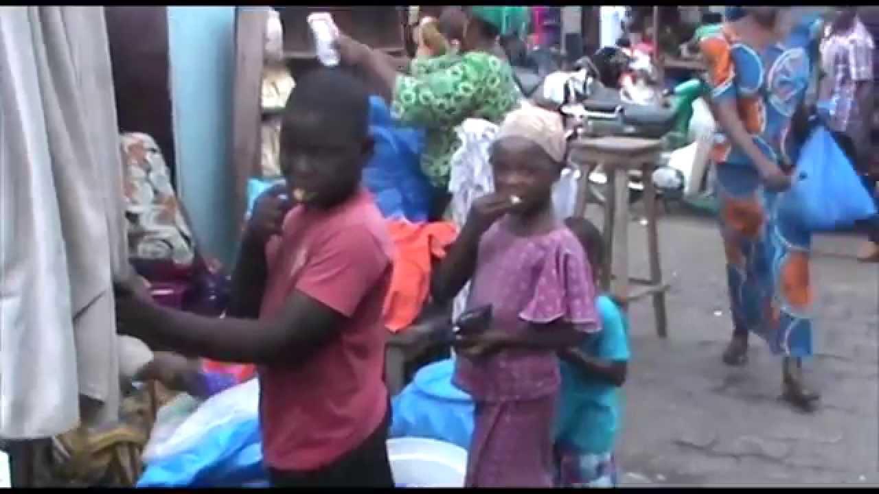 les enfants esclaves du march de cotonou youtube. Black Bedroom Furniture Sets. Home Design Ideas