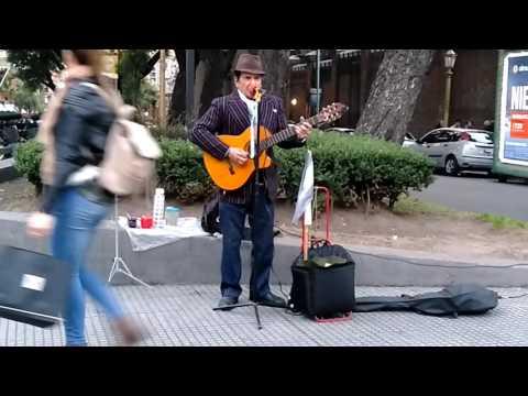 Pako Rizzo canta