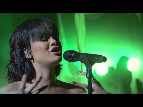 Rihanna - Love On The Brain (Live at...