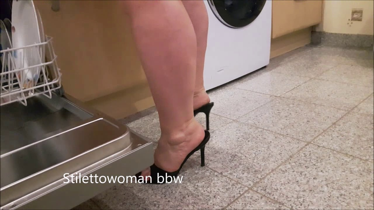 Kitchenwork in black mules