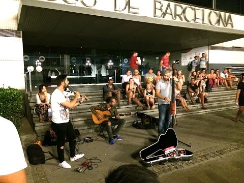 Amazing Street Performance of Viva La Vida by The Passaport in Barcelona - Electric Violin and Bass