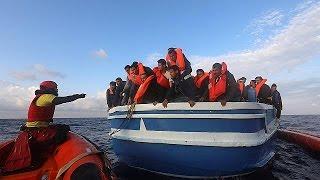 Akdeniz'de yüzlerce göçmen kurtarıldı